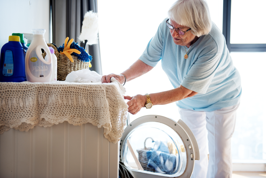 5 signs your parents need help with aging - Laundry