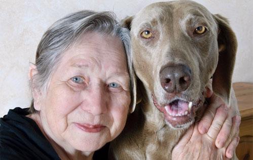 senior_women_pets